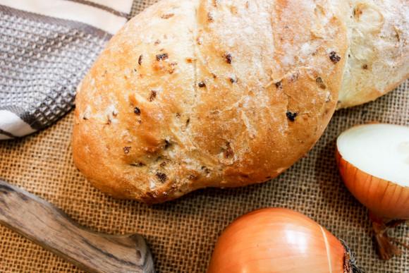 Caramelised crispy onion bread